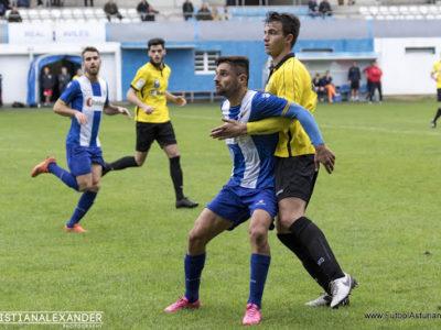 Gabancho presionando a un jugador rival en un Real Avilés - L'Entregu C.F. [Fotografía de Christian Alexander]